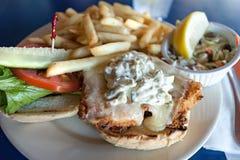 Зажаренный диск сандвича рыб Стоковые Изображения RF