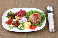 Зажаренный рис жасмина с затиром креветки, Kao Klok Kapi - тайским Стоковое фото RF
