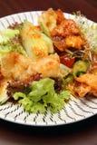 зажаренный рыбами смешанный овощ плиты Стоковые Изображения