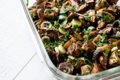 Зажаренный салат гриба с петрушкой, луком и укропом Стоковые Изображения RF