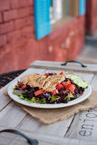Зажаренный салат прокладки цыпленка Стоковое Фото