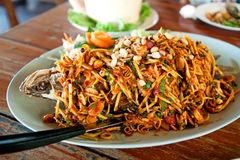Зажаренный салат рыб пряный Стоковое Изображение