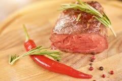 Зажаренный стейк барбекю с специями Стоковое Изображение RF