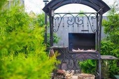 Зажаренный стейк варя на открытом барбекю стоковое фото