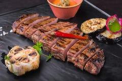 зажаренный стейк говядины с красным перцем Стоковые Фотографии RF