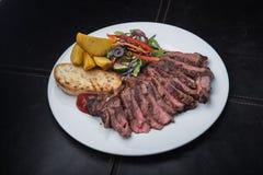 зажаренный стейк говядины с красным перцем Стоковое фото RF