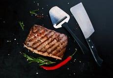 Зажаренный стейк говядины с перцами специй, розмаринового масла и chili Стоковое Изображение