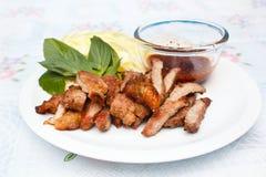Зажаренный стейк говядины с пряным соусом Стоковые Изображения RF