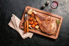Зажаренный стейк говядины томагавка Стоковая Фотография RF