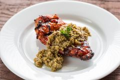 Зажаренный стейк цыпленка с прованским tapenade Стоковое Изображение RF