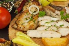 Зажаренный стейк цыпленка с специями и овощем Диетическая еда для спортсменов Еды здорового питания зажаренный цыпленок Стоковое Фото