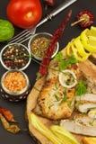 Зажаренный стейк цыпленка с специями и овощем Диетическая еда для спортсменов Еды здорового питания зажаренный цыпленок Стоковые Фотографии RF