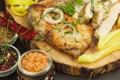 Зажаренный стейк цыпленка с специями и овощем Диетическая еда для спортсменов Еды здорового питания зажаренный цыпленок Стоковые Изображения RF