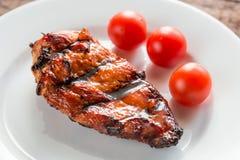 Зажаренный стейк цыпленка с томатами вишни Стоковое фото RF