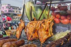 зажаренный стиль цыпленка тайский на продовольственном магазине улицы дисплея в thaila Стоковая Фотография