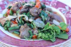 Зажаренный с цыпленком базилика (едой Таиланд) Стоковое Изображение RF