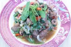 Зажаренный с цыпленком базилика (едой Таиланд) Стоковые Изображения