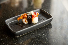 зажаренный угорь суш пресноводный Японская еда для здоровой суши unagi, наградные суши Стоковые Фото