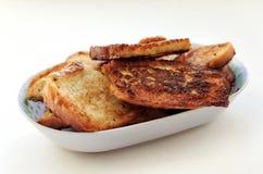 Зажаренный хлеб в продолговатую плиту Стоковая Фотография RF