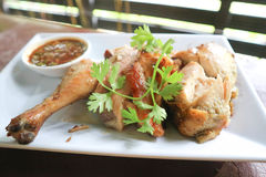 Зажаренный цыпленок или зажаренный в духовке цыпленк цыпленок Стоковые Изображения