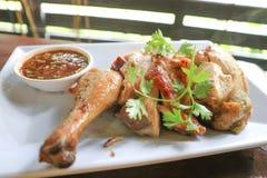 Зажаренный цыпленок или зажаренный в духовке цыпленк цыпленок Стоковое Изображение RF