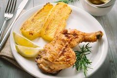 Зажаренный цыпленок с полентой Стоковое фото RF
