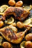 Зажаренный цыпленок с розмариновым маслом и лимоном стоковое фото rf