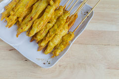 Зажаренный цыпленок satay в тайском стиле еды Стоковая Фотография RF
