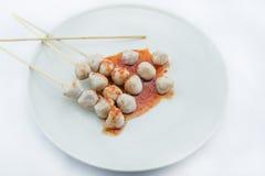 Зажаренный шарик мяса на белой предпосылке Стоковые Изображения