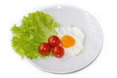 зажаренный яичком зеленый томат красного цвета салата Стоковое Изображение