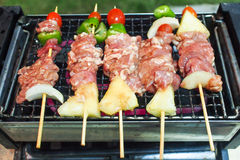 Зажаренный barbecued цыпленок Стоковые Изображения RF
