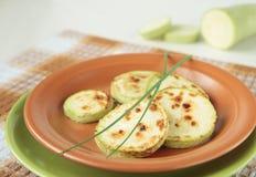 зажаренный zucchini плиты лука Стоковые Изображения