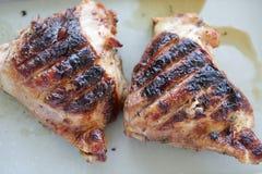 2 зажаренных бедренной кости цыпленка Стоковая Фотография
