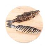 2 зажаренных рыбы на диске. Стоковые Изображения