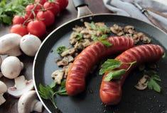 2 зажаренных сосиски с грибами Стоковая Фотография RF