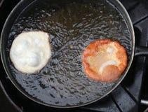 2 зажарили блинчики в лотке масла Стоковые Изображения