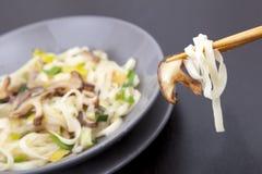 зажарьте stir shitake грибов Стоковая Фотография RF