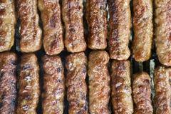Зажженное мясо на плите abrbeque Стоковое Изображение RF