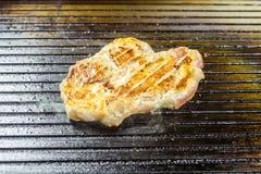 зажженное мясо Сочный стейк от свинины Стоковые Изображения RF