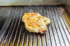 зажженное мясо Сочный стейк от свинины Стоковая Фотография