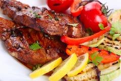 Зажженное мясо стейка Стоковые Изображения