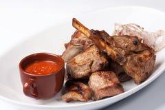 Зажженное мясо с красным соусом Стоковое Фото