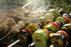 зажженные овощи мяса Барбекю Стоковые Изображения RF