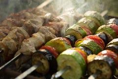 зажженные овощи мяса Барбекю Стоковая Фотография RF