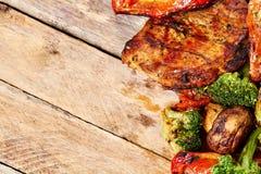 зажженные овощи мяса Стоковое Изображение RF