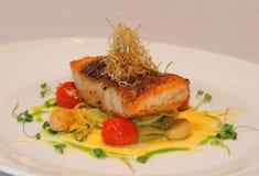 Зажженные рыбы, salmon стейк Стоковые Изображения RF