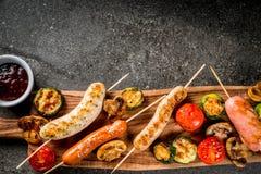 Зажженные сосиски и овощи Стоковое фото RF