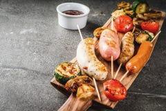 Зажженные сосиски и овощи Стоковое Изображение RF
