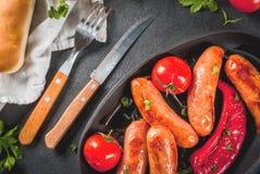 Зажженные сосиски и овощи Стоковые Фотографии RF