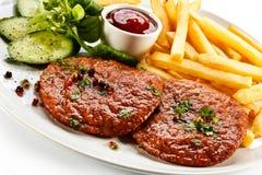Зажженные стейк и fries франчуза Стоковые Изображения